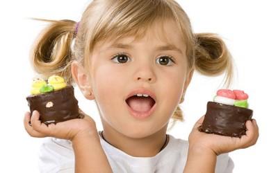 девочка с пирожными фото